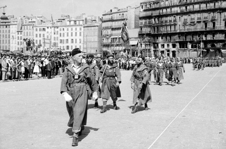 Défilé du 2e GTM, Marseille, quai des belges, août 1944